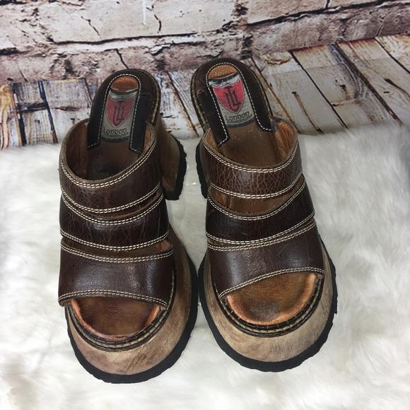 f60897516609 LONDON UNDERGROUND Shoes - VINTAGE LONDON UNDERGROUND LEATHER PLATFORM  SANDAL